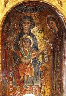 Marie entourée de Sainte Praxède et sainte Pudentienne, les deux premières Vierges reconnues à Rome ( Eglise sainte Praxède, près de sainte Marie Majeure). A l'épqoue, la vie religieuse n'existe pas encore, elle est en germe dans la Virginité chrétienne.