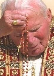 Jean-Paul II priant le rosaire