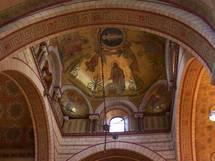 Basilique d'Ainay, Lyon, Saint Joseph protège le berceau de la Vie, du Christ Alpha et Omega, Chemin, Vérité et Vie.