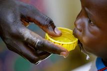 Le problème de l'accès à l'eau, les problèmes écologiques, enjeux multiples de la destination universelle des biens temporels