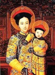 Notre Dame de Chine, vêtue des attributs de l'Impératrice, dont la couleur or réservée à la famille impériale, et ayant sur son vêtement...un dragon.