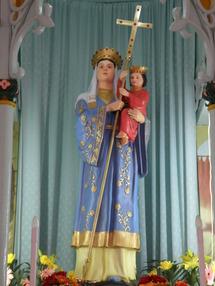 """Sanctuaire marial chinois ( près de Pinyingshan) : proche du texte biblique """" Je mettrai entre la femme et toi une hostilité, tu lui mordras le talon, sa descendance t'écraseras la tête"""", la lance en forme de croix rappelle la victoire de la Croix sur le mal, symbolisé par le serpent de la Genèse, et non pas le dragon!"""