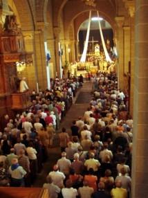 Nef de la Cathdrale du Puy pour les fêtes du 15 Aout, source, site du Diocèse du Puy, cliquez sur l'image