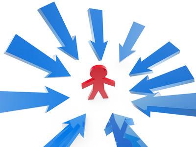 """Ressenti, analyse psychologique, relecture de vie centrent l'être sur lui-même, favorisant le mouvement de l'immanence. La vie spirituelle favorise quant à elle la découverte de la Transcendance de Dieu. Le premier mouvement trouvera des traces de Dieu, le mouvement de la Foi trouvera Dieu Lui-même. Les """" fusionner"""" dans une même démarche mène à la confusion des deux."""