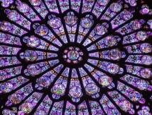 rosace de Notre Dame de Paris, une illustration des Mystères de la Foi reliés entre eux.