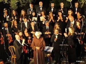 L'oecuménisme chanté, Jérusalem, les 12 confessions chrétiennes présentes offrent un concert commun. Cliquez sur l'image pour accéder à l'article complet.