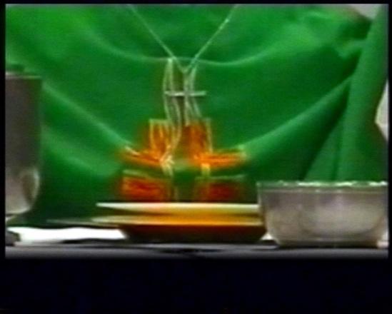 Cliquez pour visionner la vidéo du prodige eucharistique de Lourdes 1999
