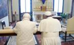 Baiser de Judas médiatique à l'orée de la Semaine Sainte...Benoît, François, et la Croix.