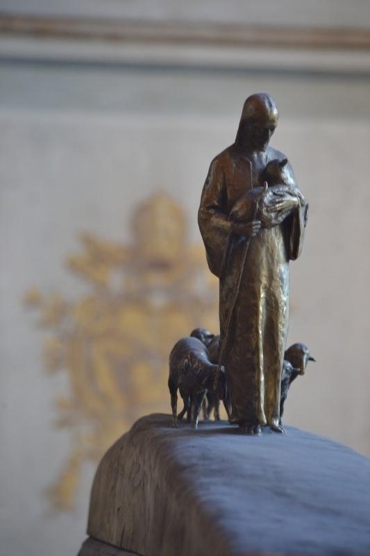 Le Bon pasteur ( statuette des musées du Vatican)