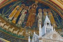 La mosaïque de l'abside, du IXe siècle, montre Jésus avec Saint-Paul, Agathe et Valérien à sa droite ; Saints Pierre et Cécile à sa gauche. Puis, tout à gauche, portant une maquette d'église à la main, Pascal, encore en vie à l'époque où furent réalisées ces mosaïques, d'où son nimbe carré et bleu. Cécile porte ses habits de patricienne, tout comme Agathe, autre Vierge consacrée martyr citée dans la plus ancienne prière eucharistique.