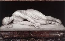À Rome Maderno exécuta de nombreuses sculptures reproduisant les canons antiques et sa production représente la passage entre le maniérisme et le baroque.  Son chef-d'œuvre est la figure en marbre blanc de sainte Cécile qui reproduit fidèlement la position du corps retrouvé de la martyre pendant les fouilles de restauration de l'église de Santa Cecilia en Trastevere en 1599, où il est conservé encore aujourd'hui. Cette réalisation lui valut son élection à Accademia di San Luca en 1607 et accrut sa réputation.