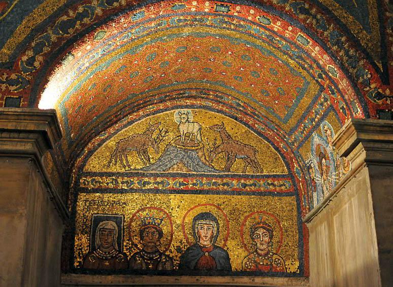 Rome, Basilique de ste Praxède, La Vierge Marie, entourée de Sainte Praxède et Sainte Pudentiana, ainsi que de la donatrice de la mosaïque.
