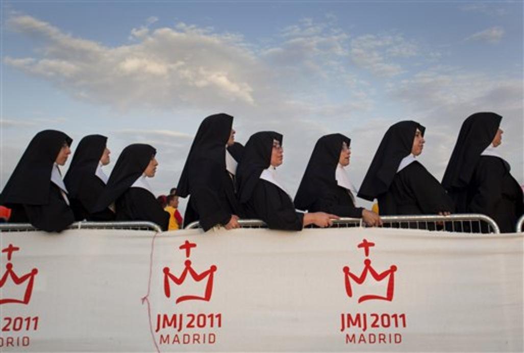 """"""" Que font donc ses soeurs qui ne répondent pas?"""" demande le pape François. Et la supérieure de lui répondre..."""