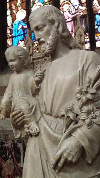 Eglise de Saint Nizier, Lyon. Le vitrail en arrière plan : Joseph Charpentier.
