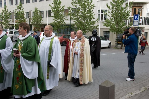 Le supérieur, ou responsable, d'une communauté peut-il interroger ou sélectionner votre confesseur ou accompagnateur?