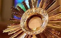 Quelques éléments de formation pour communier en dehors de la messe : communions les uns pour les autres !