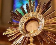 Pray and spray : résilience eucharistique face au coronavirus !
